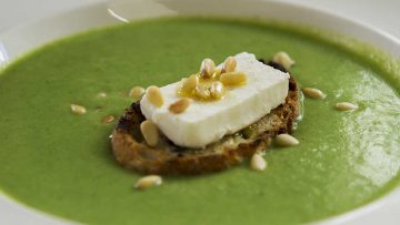 Broccoli soup with goat cheese