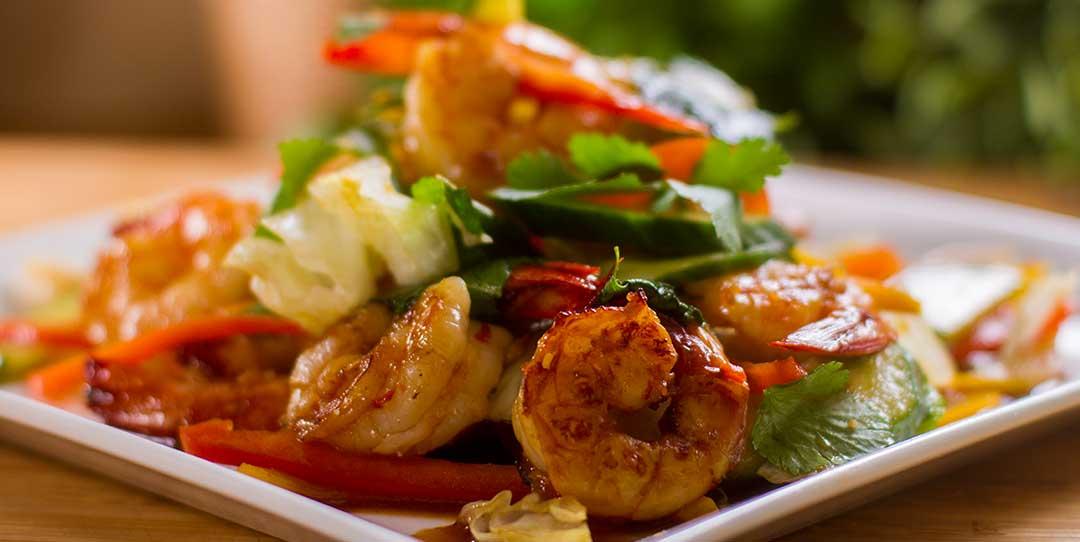 Warm salad with shrimps or prawns