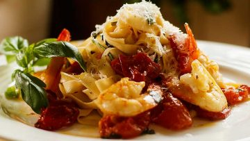 Shrimp with roasted garlic and tomato pasta - prawns