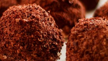 Merveilleux au Chocolat - crispy meringue chocolate bombs