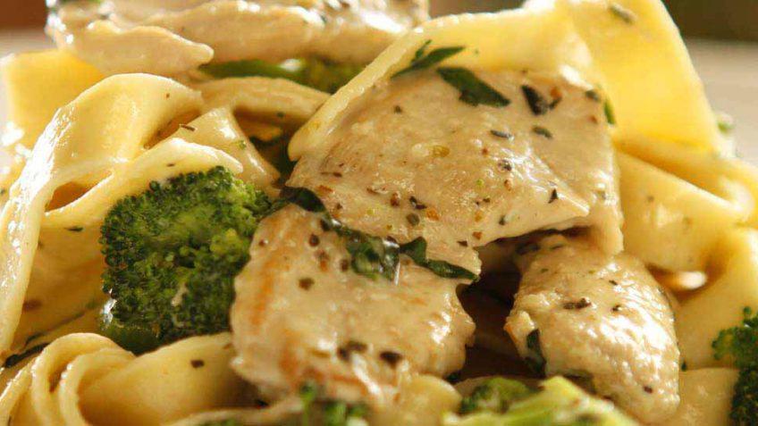 chicken and broccoli pasta alfredo