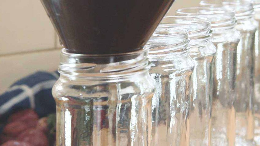 How to sterilize jars for preserves