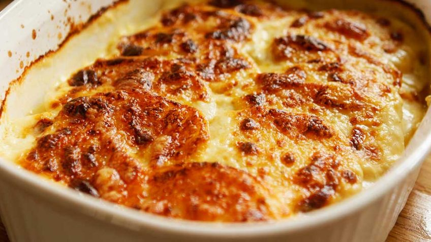 Amazing Gratin Dauphinois - potatoes in cream with cheese